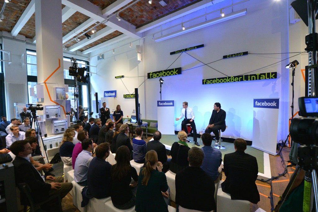 Guido Westerwelle und Cherno Jobatey bei Facebook Berlin Talk